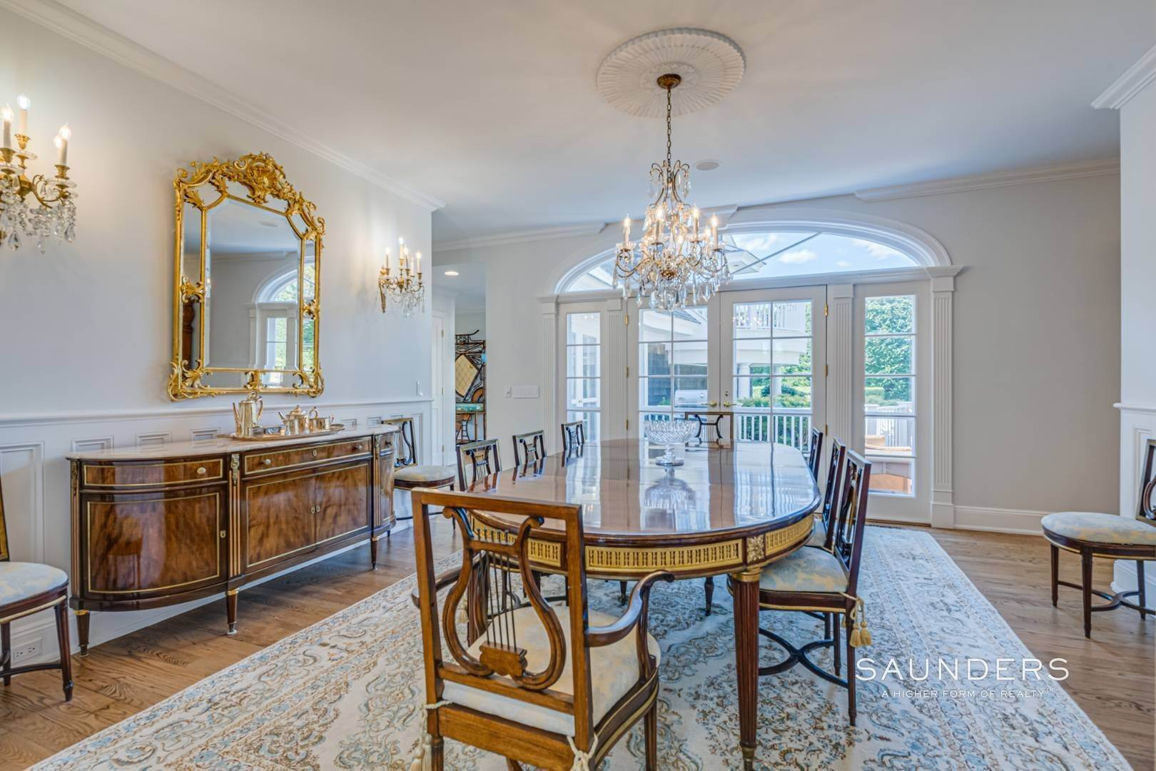 12. Single Family Homes for Sale at Classic Elegance In The Heart Of Quogue Village 68 Quogue Street, Quogue Village, Southampton Town, NY 11959