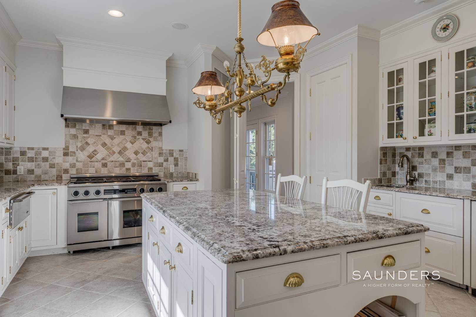 15. Single Family Homes for Sale at Classic Elegance In The Heart Of Quogue Village 68 Quogue Street, Quogue Village, Southampton Town, NY 11959