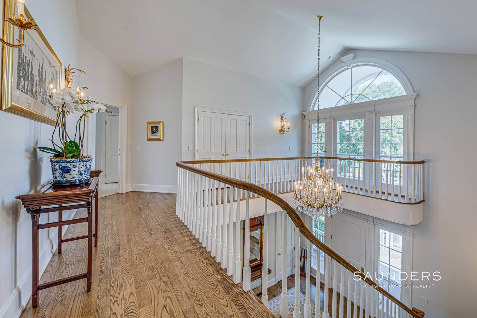 18. Single Family Homes for Sale at Classic Elegance In The Heart Of Quogue Village 68 Quogue Street, Quogue Village, Southampton Town, NY 11959