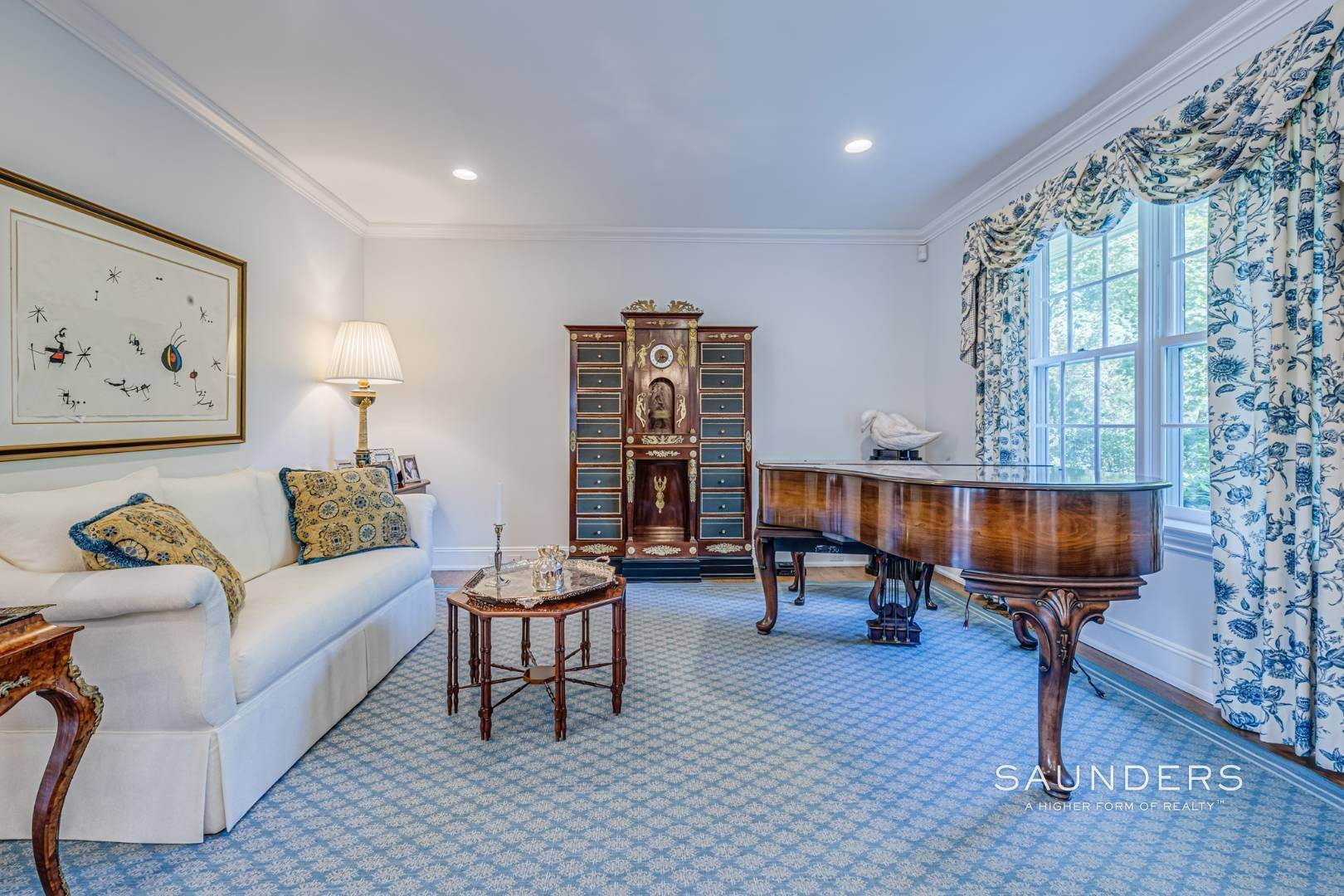 10. Single Family Homes for Sale at Classic Elegance In The Heart Of Quogue Village 68 Quogue Street, Quogue Village, Southampton Town, NY 11959