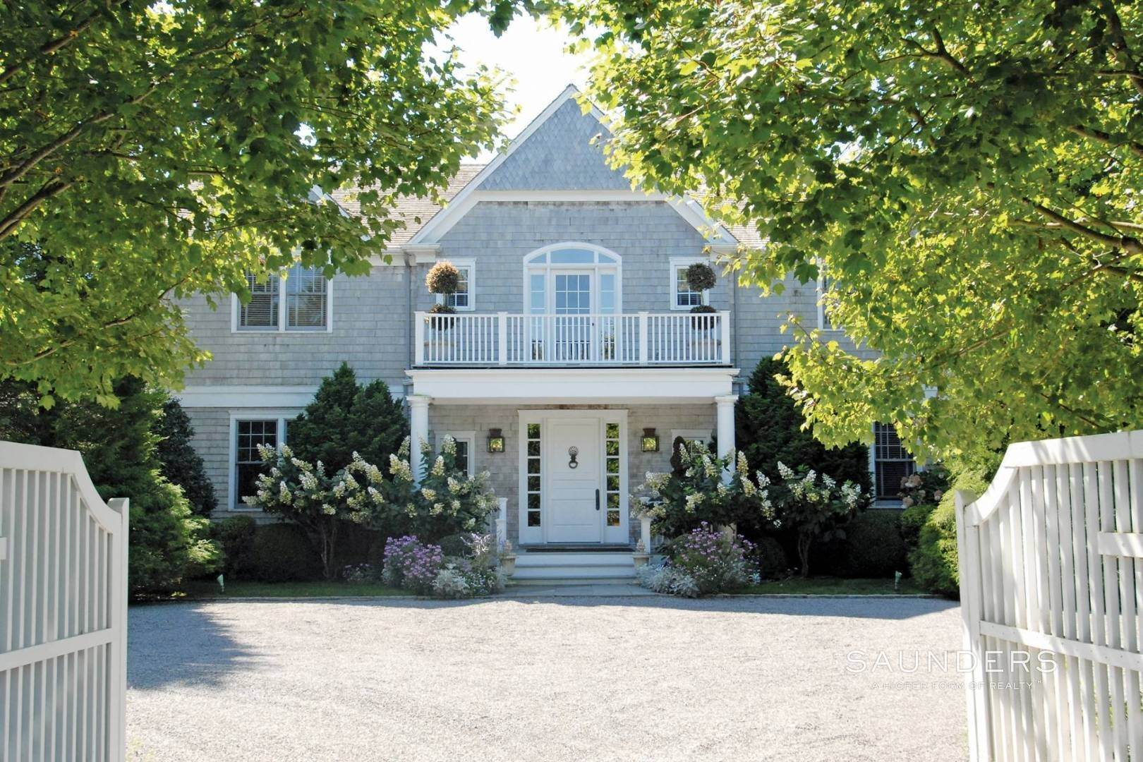 5. Single Family Homes at Luxury Rental In Desirable East Hampton Village In Estate Area 325 Georgica Road, East Hampton, East Hampton Town, NY 11937