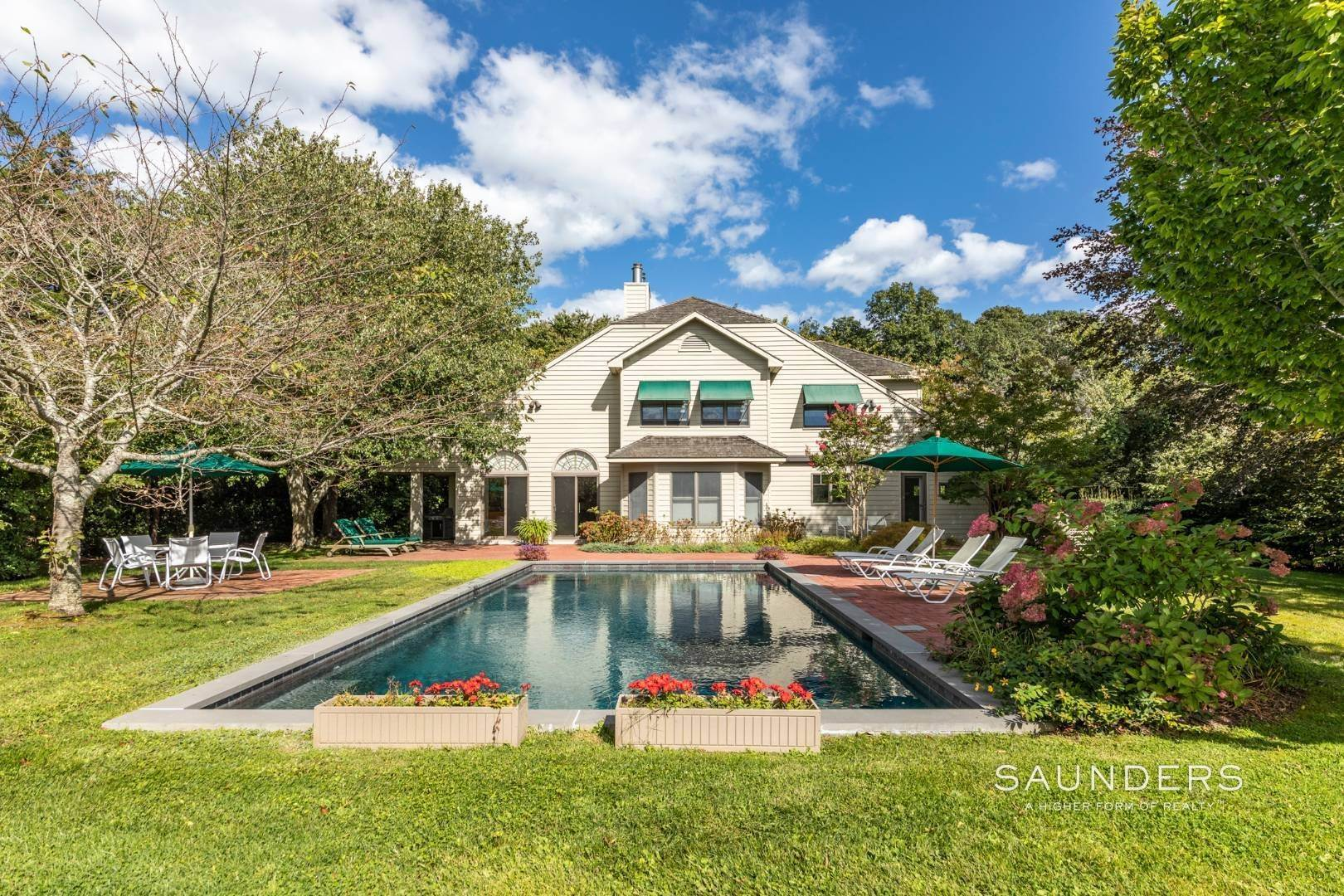 Single Family Homes for Sale at Welcome Home 11 Horseshoe Dr N, East Hampton, East Hampton Town, NY 11937