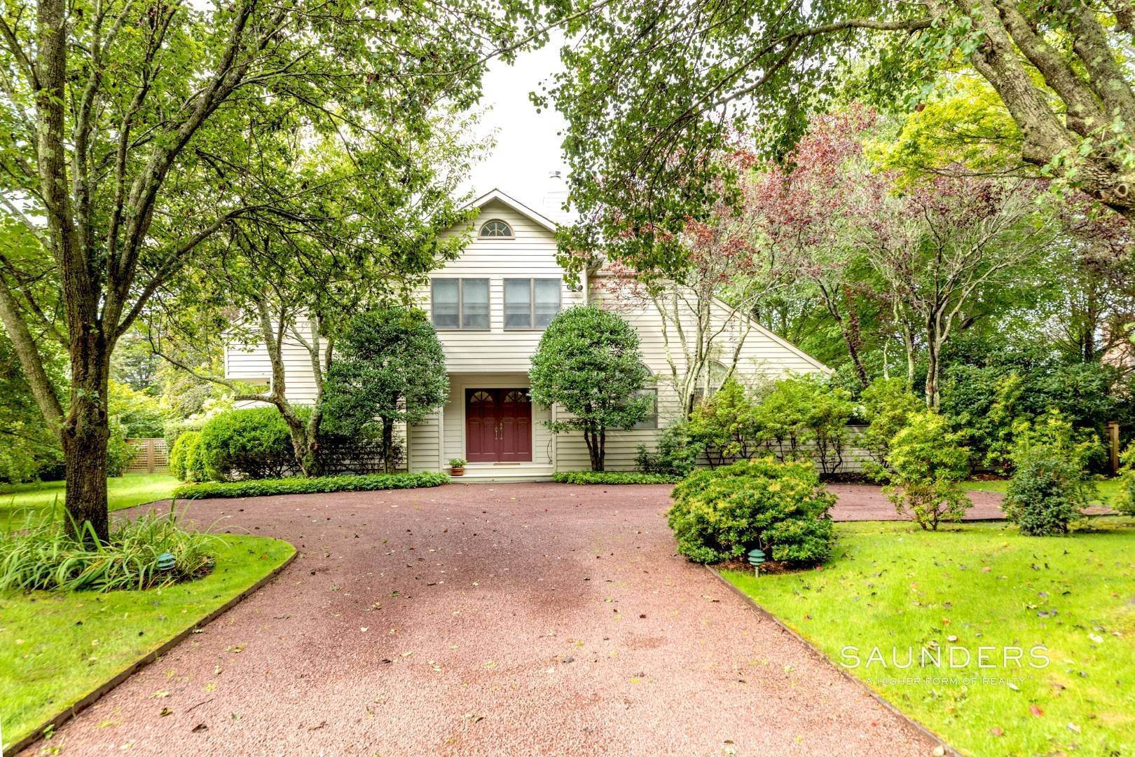2. Single Family Homes for Sale at Welcome Home 11 Horseshoe Dr N, East Hampton, East Hampton Town, NY 11937