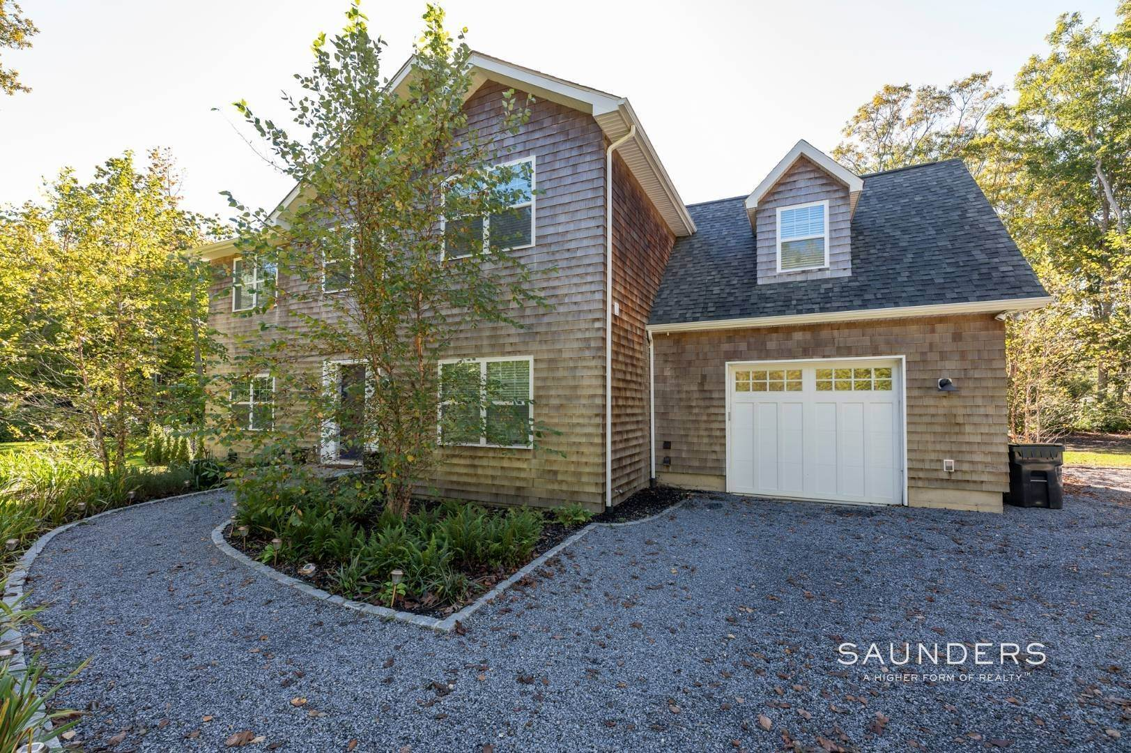 2. Single Family Homes at Recently Built Southampton Getaway Southampton, Southampton Town, NY 11968