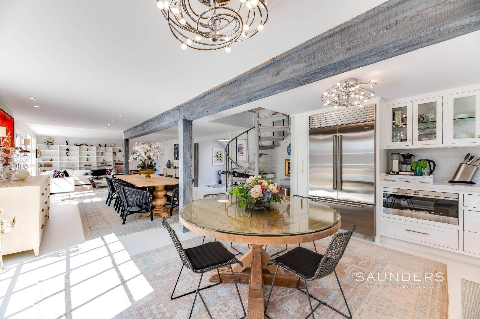 10. Single Family Homes for Sale at Renovated Boutique Barn 407 North Sea Mecox Road, Southampton, Southampton Town, NY 11968
