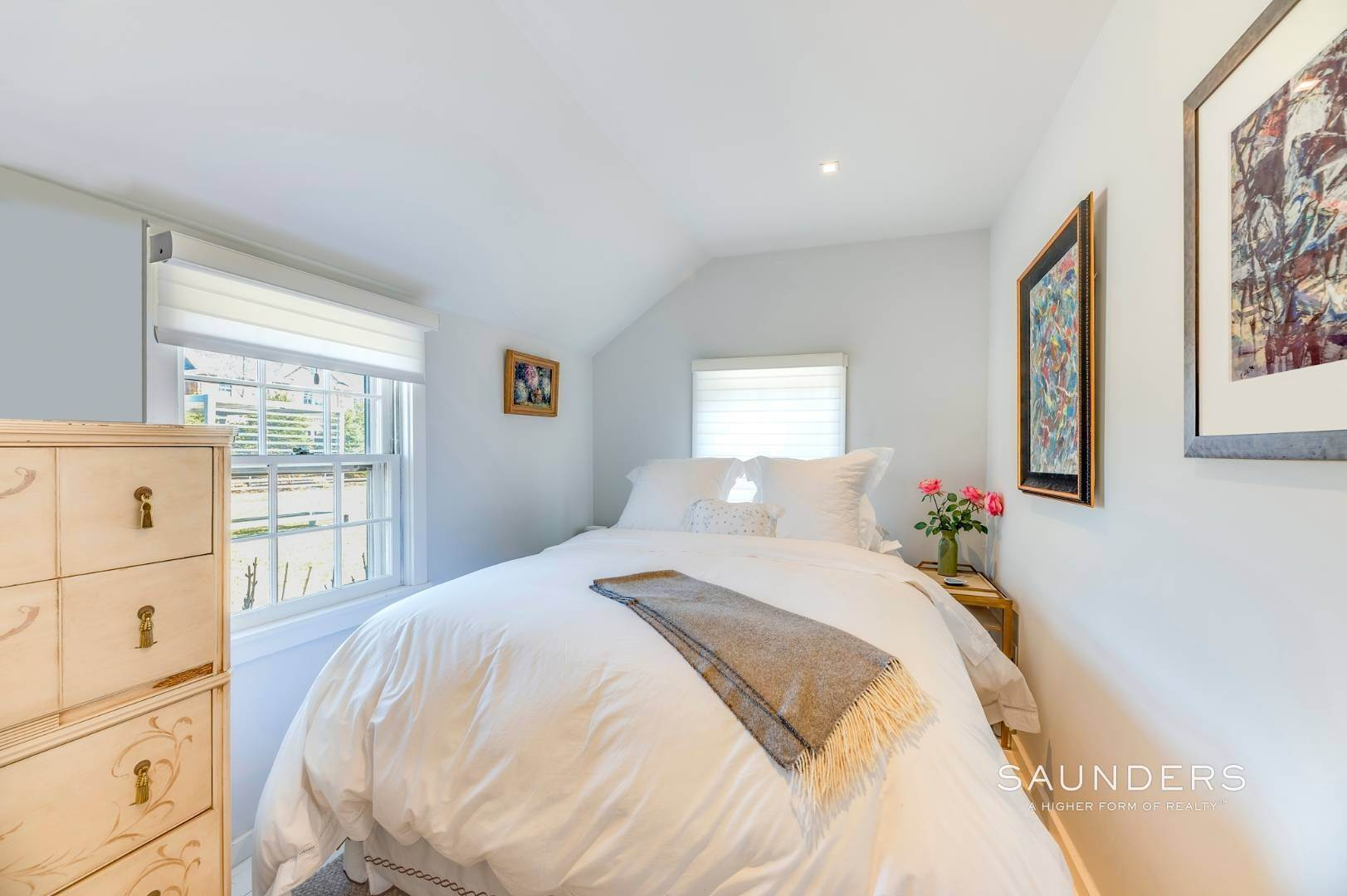 18. Single Family Homes for Sale at Renovated Boutique Barn 407 North Sea Mecox Road, Southampton, Southampton Town, NY 11968