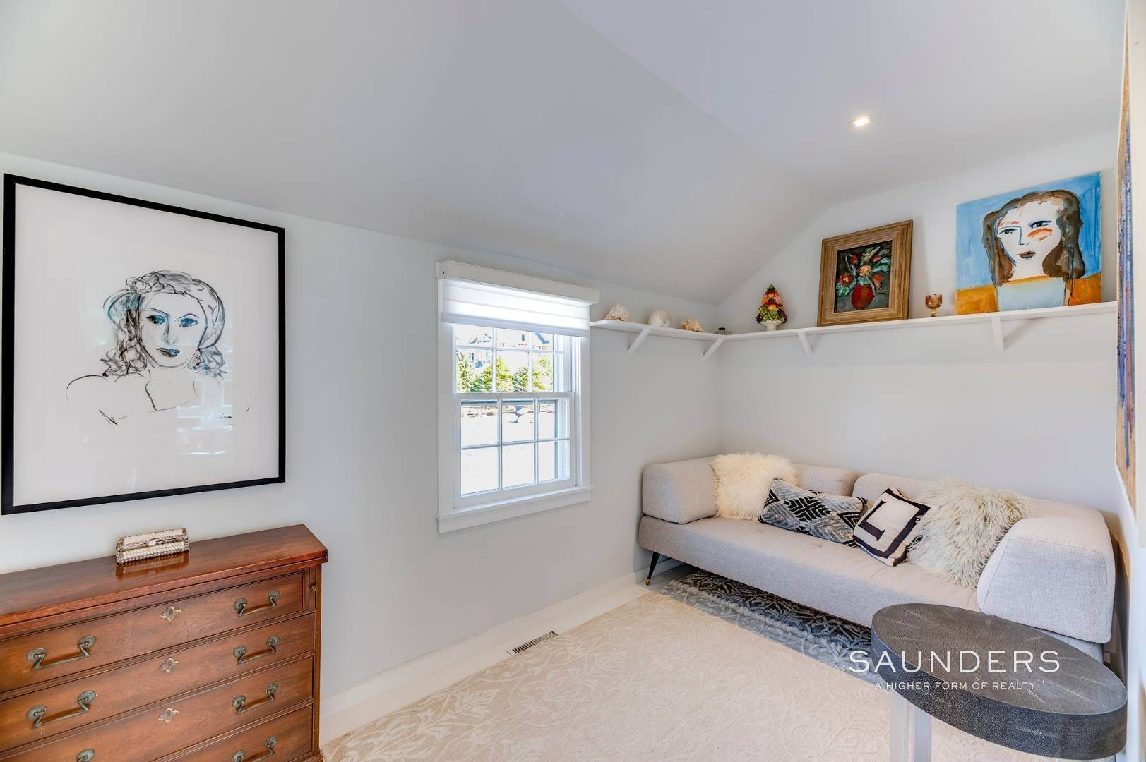 23. Single Family Homes for Sale at Renovated Boutique Barn 407 North Sea Mecox Road, Southampton, Southampton Town, NY 11968