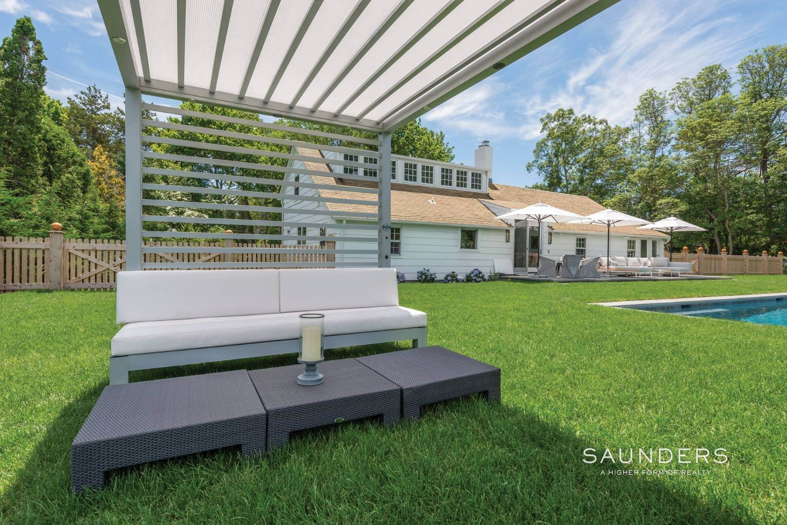 29. Single Family Homes for Sale at Renovated Boutique Barn 407 North Sea Mecox Road, Southampton, Southampton Town, NY 11968