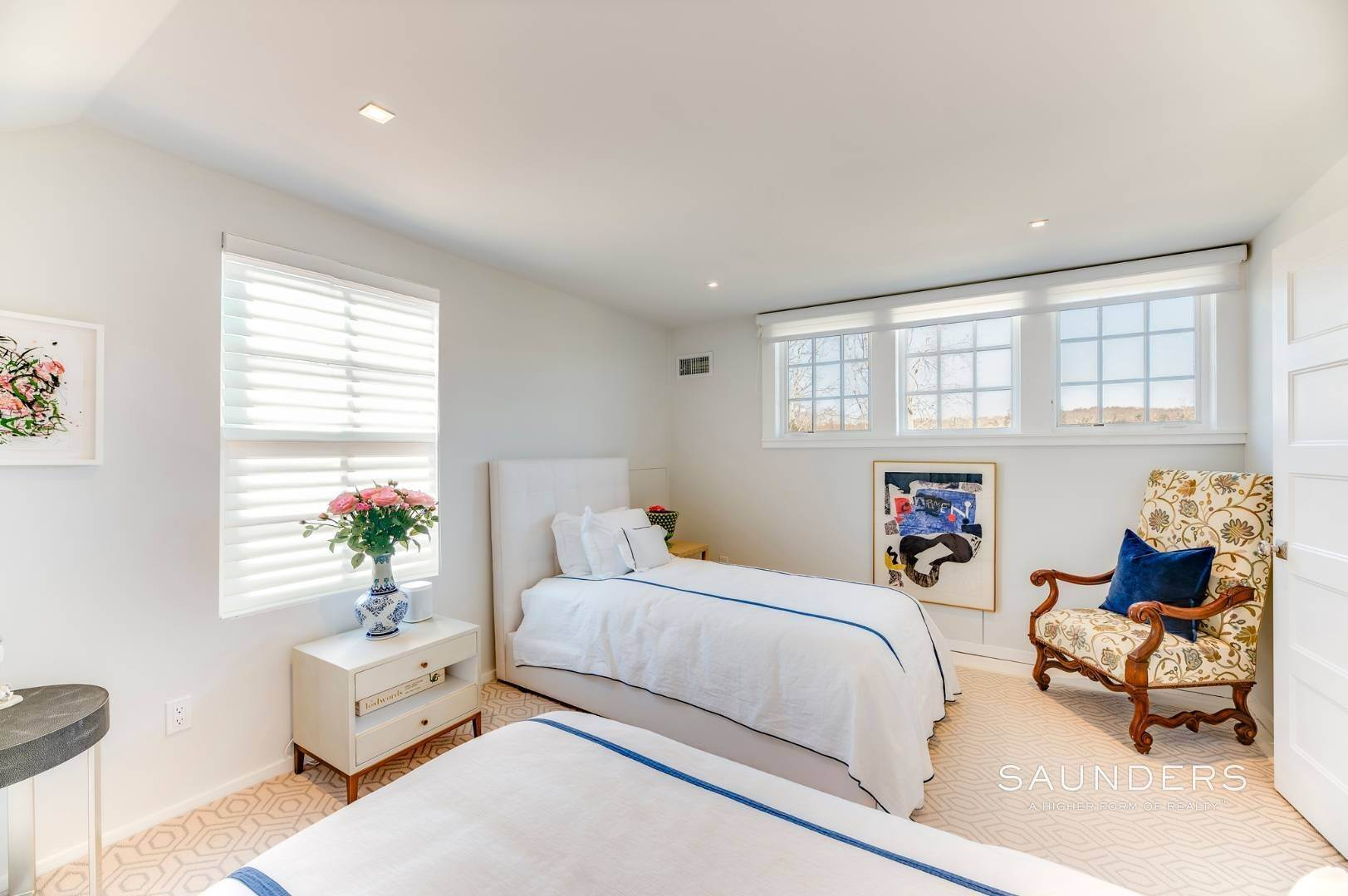 19. Single Family Homes for Sale at Renovated Boutique Barn 407 North Sea Mecox Road, Southampton, Southampton Town, NY 11968
