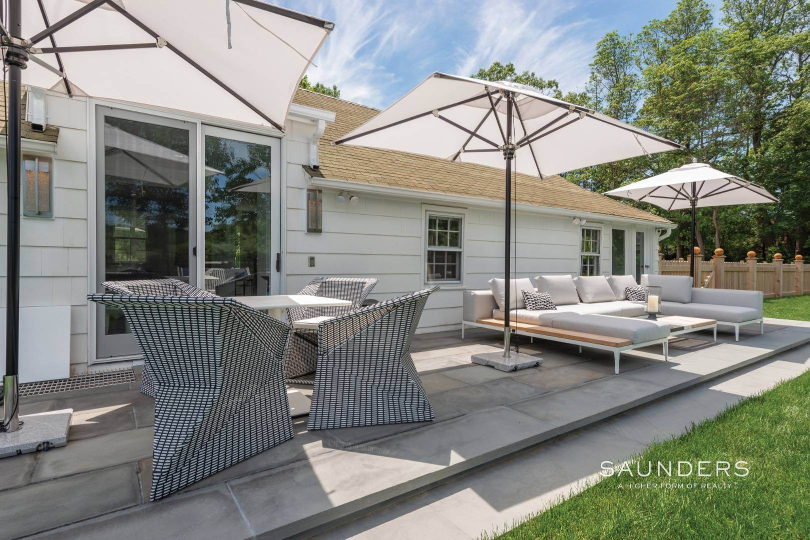 24. Single Family Homes for Sale at Renovated Boutique Barn 407 North Sea Mecox Road, Southampton, Southampton Town, NY 11968