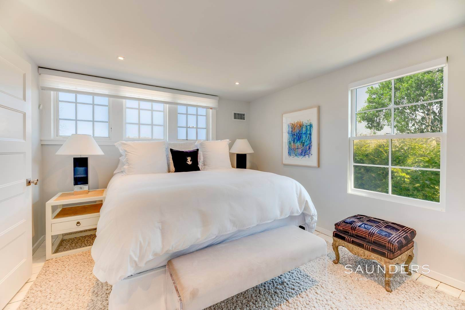 16. Single Family Homes for Sale at Renovated Boutique Barn 407 North Sea Mecox Road, Southampton, Southampton Town, NY 11968