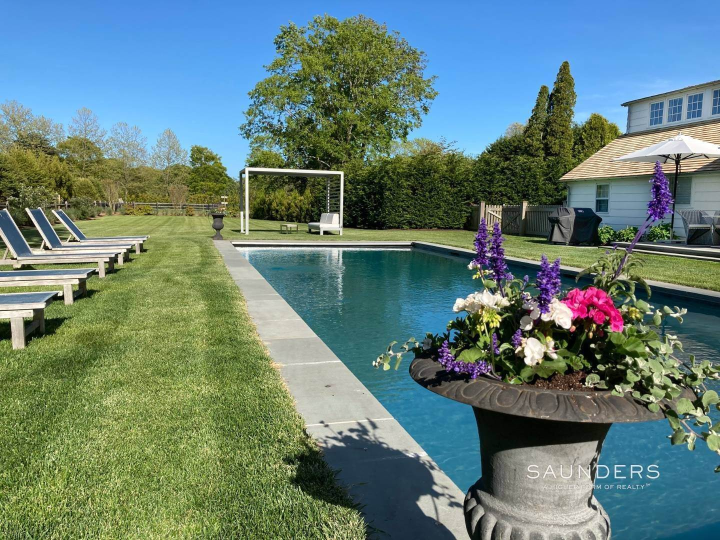 3. Single Family Homes for Sale at Renovated Boutique Barn 407 North Sea Mecox Road, Southampton, Southampton Town, NY 11968