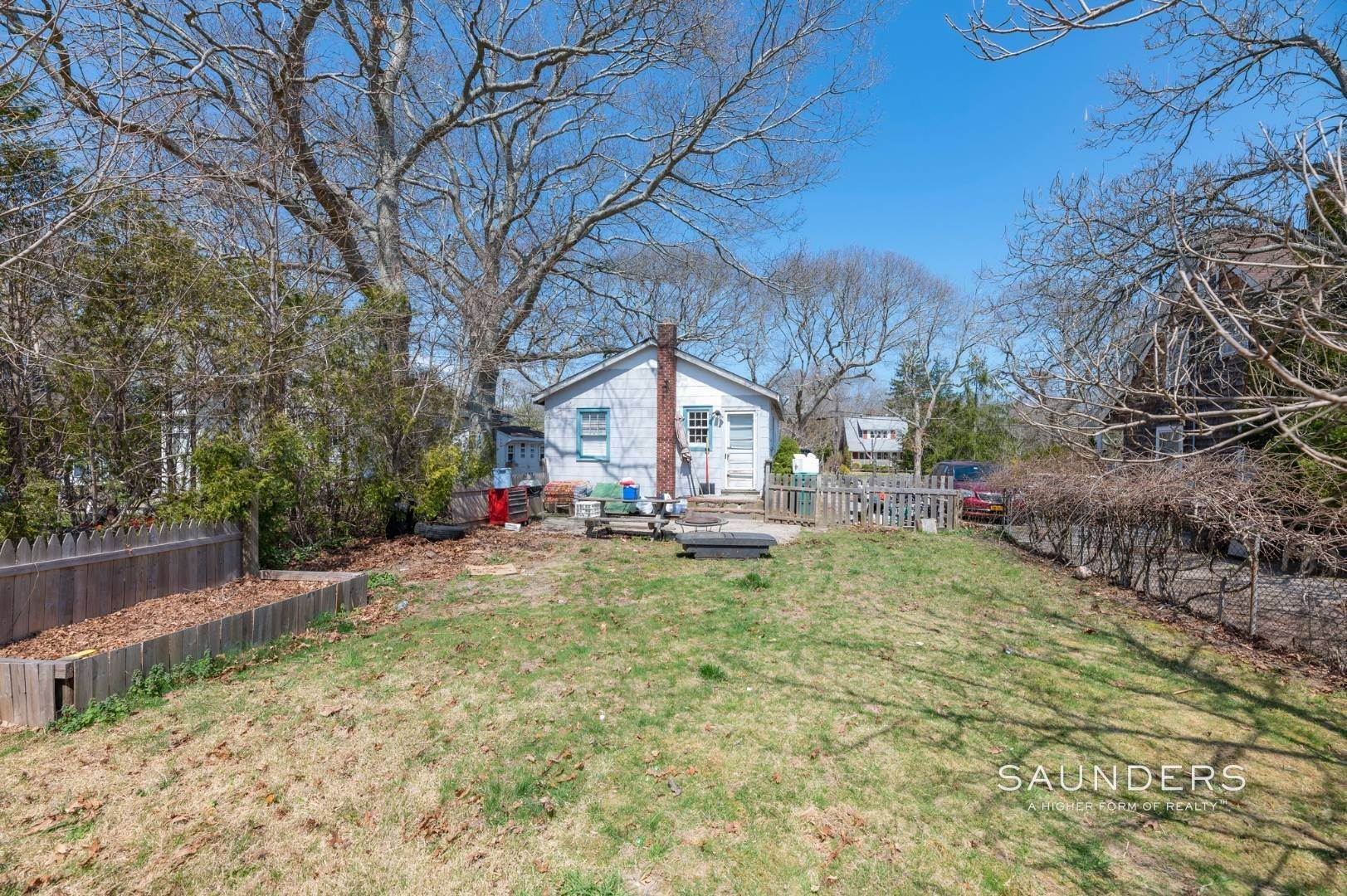 19. Single Family Homes for Sale at Income Producing Property In E. Quogue & Subdivision Opportunity 22 Vail Avenue, East Quogue, Southampton Town, NY 11942