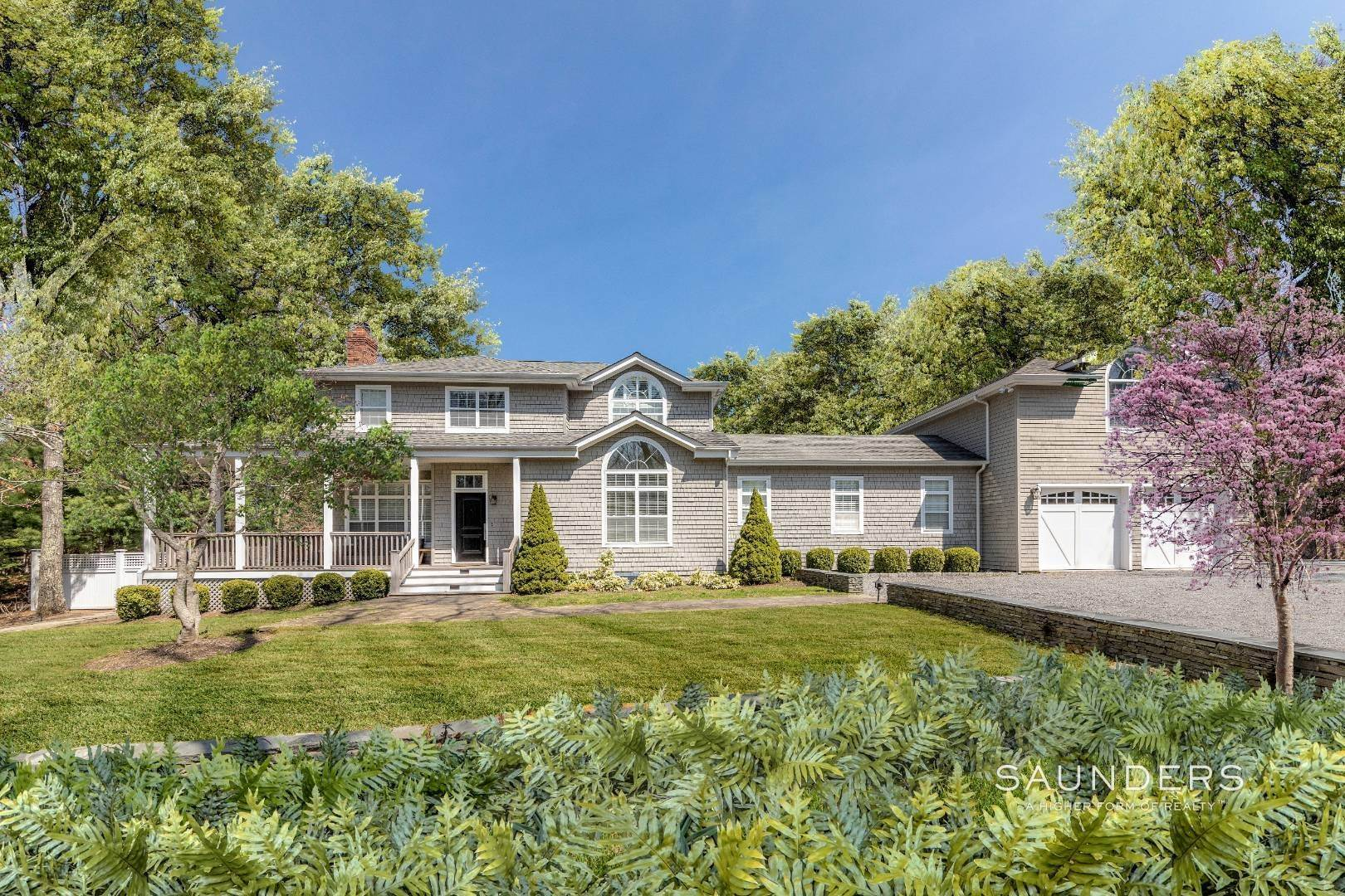 Single Family Homes for Sale at Beautifully Appointed Hamptons-Chic Home 12 Shorewood Drive, East Hampton, East Hampton Town, NY 11937