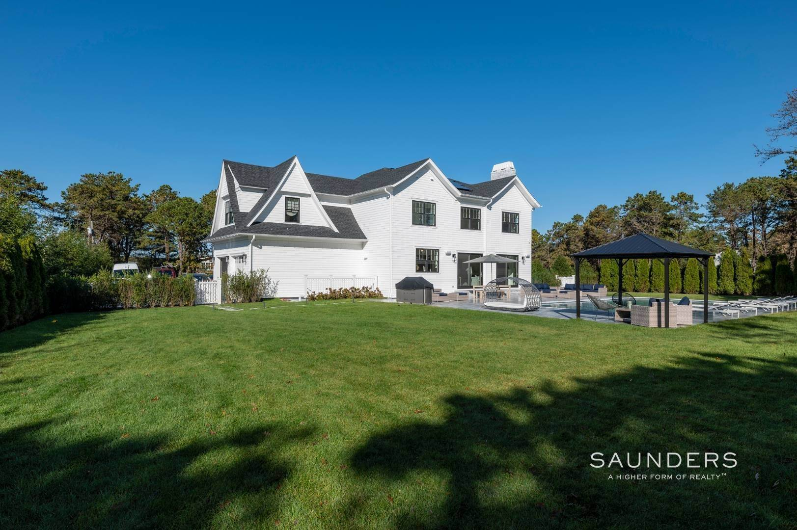 28. Single Family Homes at Gated And Very Private Ultra Luxury Modern Residence Southampton, Southampton Town, NY 11968