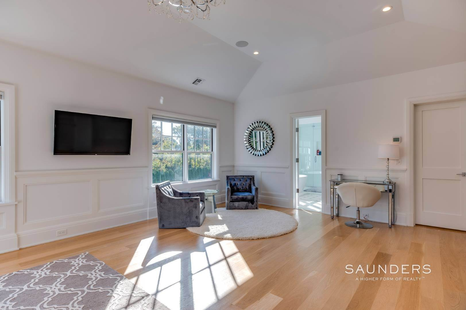 13. Single Family Homes at Gated And Very Private Ultra Luxury Modern Residence Southampton, Southampton Town, NY 11968