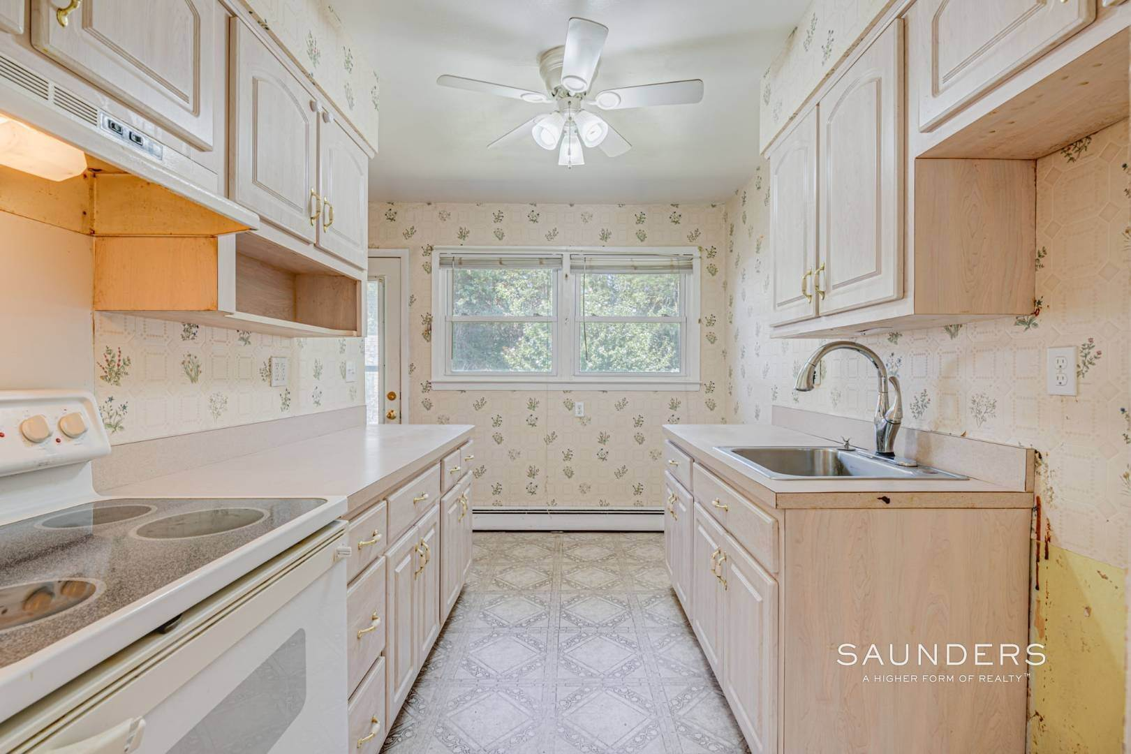 11. Single Family Homes for Sale at Southampton Village Ranch With Room For Pool 91 Windward Way, Southampton, Southampton Town, NY 11968