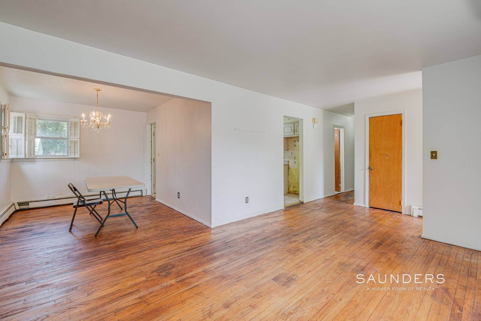 9. Single Family Homes for Sale at Southampton Village Ranch With Room For Pool 91 Windward Way, Southampton, Southampton Town, NY 11968
