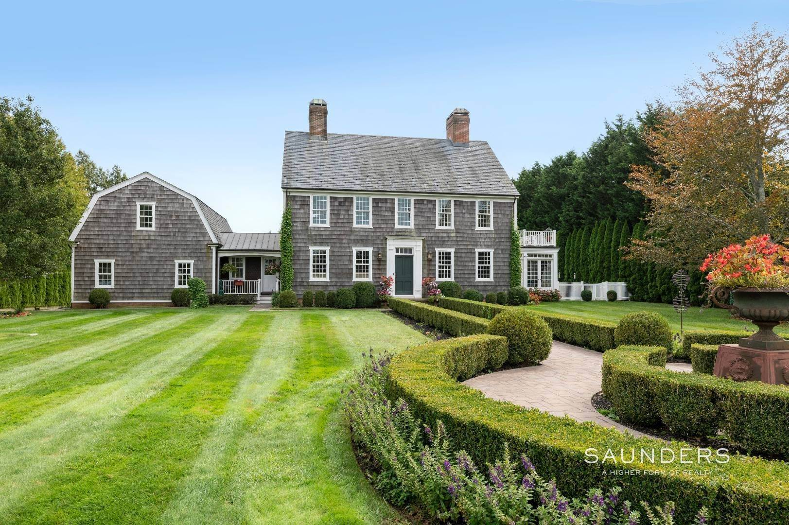 2. Single Family Homes at Estate Level Elegance At The Nowedonah House 631 Head Of The Pond Road, Water Mill, Southampton Town, NY 11976