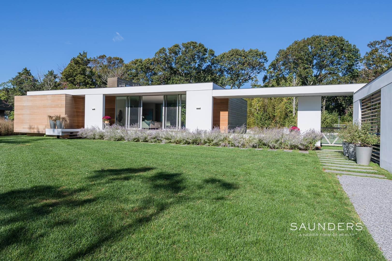 3. Single Family Homes at Modern Chic Beach House With Bay Access 112 Sunset Beach Road, Sag Harbor, Southampton Town, NY 11963