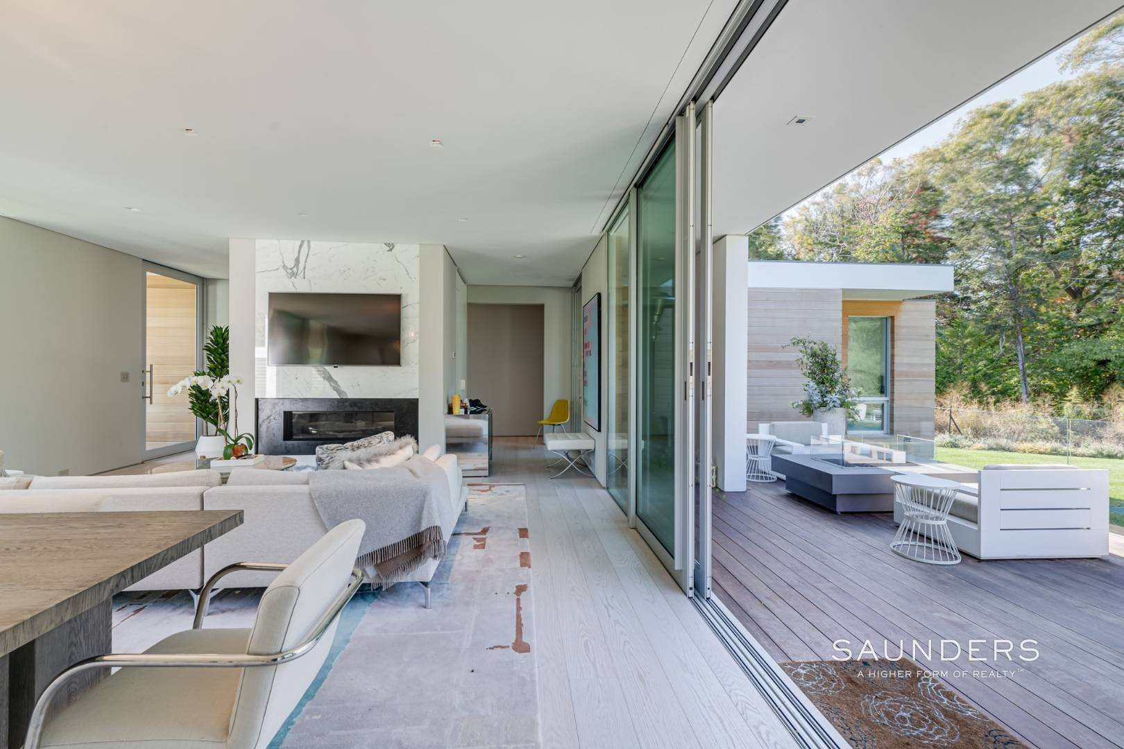 9. Single Family Homes at Modern Chic Beach House With Bay Access 112 Sunset Beach Road, Sag Harbor, Southampton Town, NY 11963