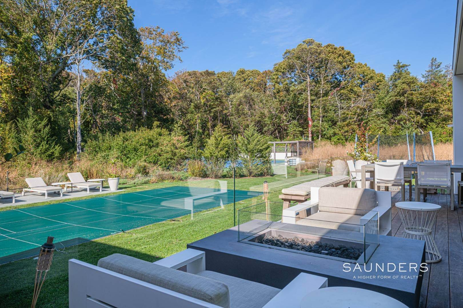24. Single Family Homes at Modern Chic Beach House With Bay Access 112 Sunset Beach Road, Sag Harbor, Southampton Town, NY 11963
