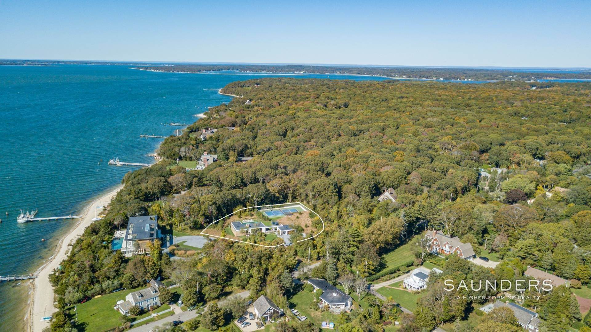 2. Single Family Homes at Modern Chic Beach House With Bay Access 112 Sunset Beach Road, Sag Harbor, Southampton Town, NY 11963