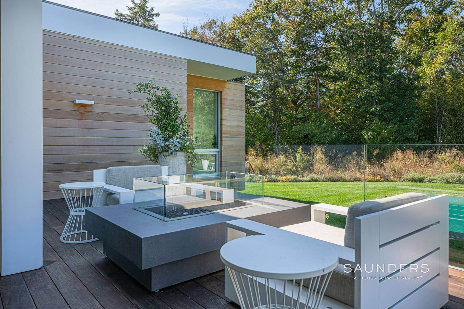 21. Single Family Homes at Modern Chic Beach House With Bay Access 112 Sunset Beach Road, Sag Harbor, Southampton Town, NY 11963