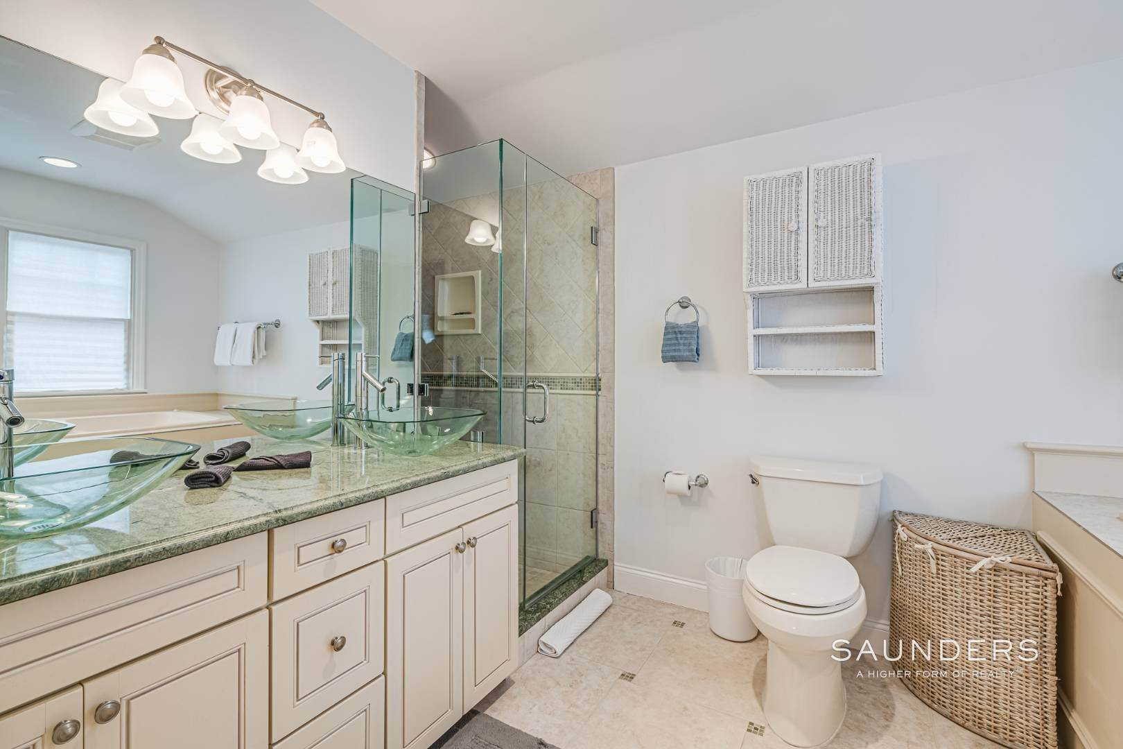 14. Single Family Homes for Sale at Beautiful Southampton Renovation With Pool And Outdoor Kitchen 80 Blackwatch Court, Southampton, Southampton Town, NY 11968