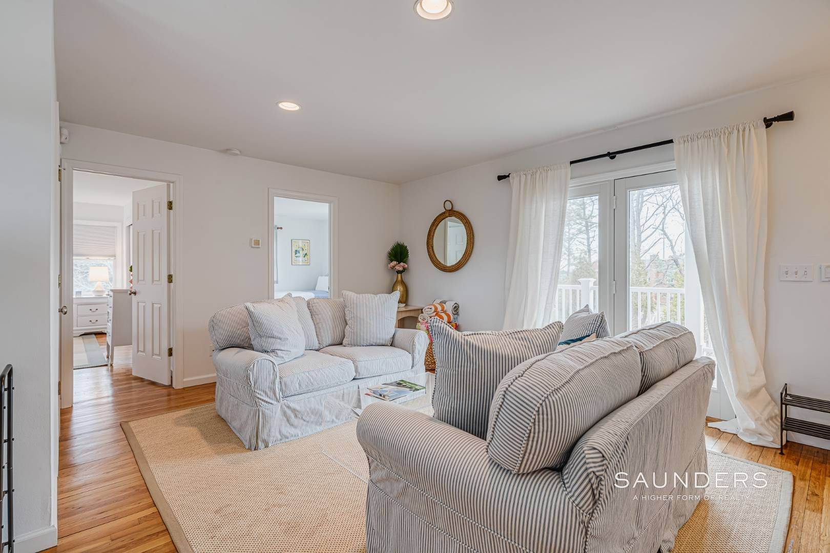 16. Single Family Homes for Sale at Beautiful Southampton Renovation With Pool And Outdoor Kitchen 80 Blackwatch Court, Southampton, Southampton Town, NY 11968