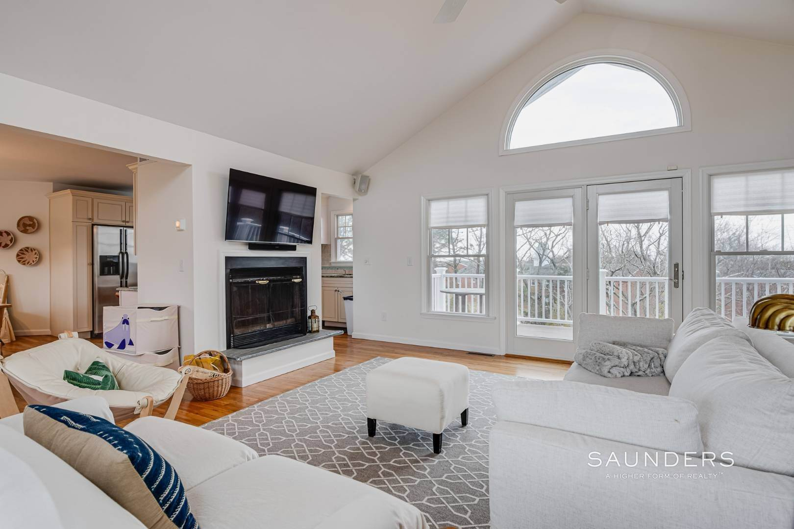 8. Single Family Homes for Sale at Beautiful Southampton Renovation With Pool And Outdoor Kitchen 80 Blackwatch Court, Southampton, Southampton Town, NY 11968