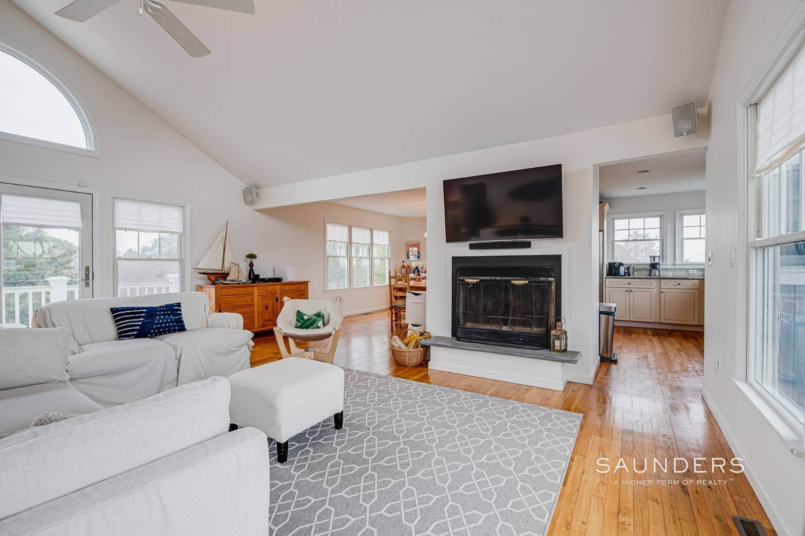 7. Single Family Homes for Sale at Beautiful Southampton Renovation With Pool And Outdoor Kitchen 80 Blackwatch Court, Southampton, Southampton Town, NY 11968