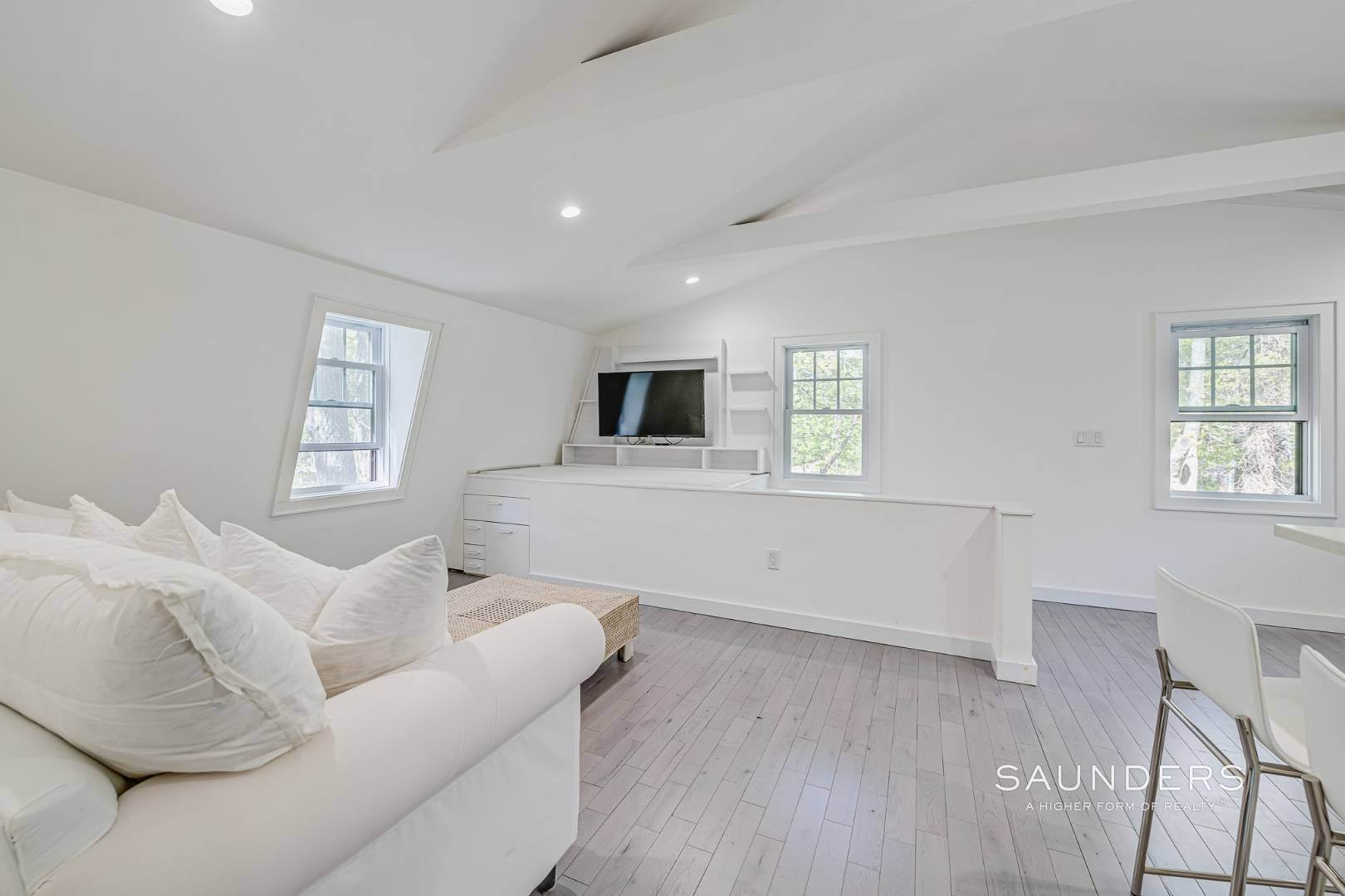 22. Single Family Homes for Sale at Southampton New Renovation Near Village With Heated Gunite Pool 9 West Neck Road, Southampton, Southampton Town, NY 11968