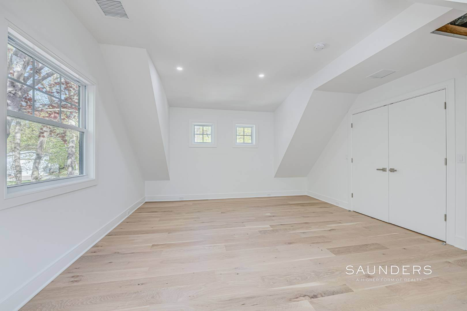 15. Single Family Homes for Sale at Southampton New Renovation Near Village With Heated Gunite Pool 9 West Neck Road, Southampton, Southampton Town, NY 11968