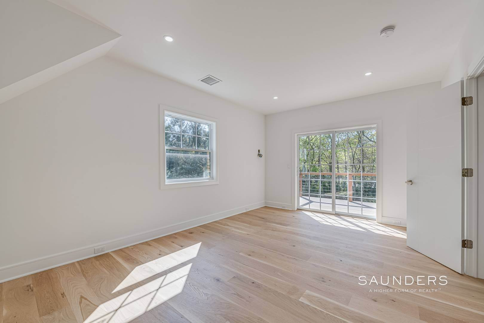 16. Single Family Homes for Sale at Southampton New Renovation Near Village With Heated Gunite Pool 9 West Neck Road, Southampton, Southampton Town, NY 11968
