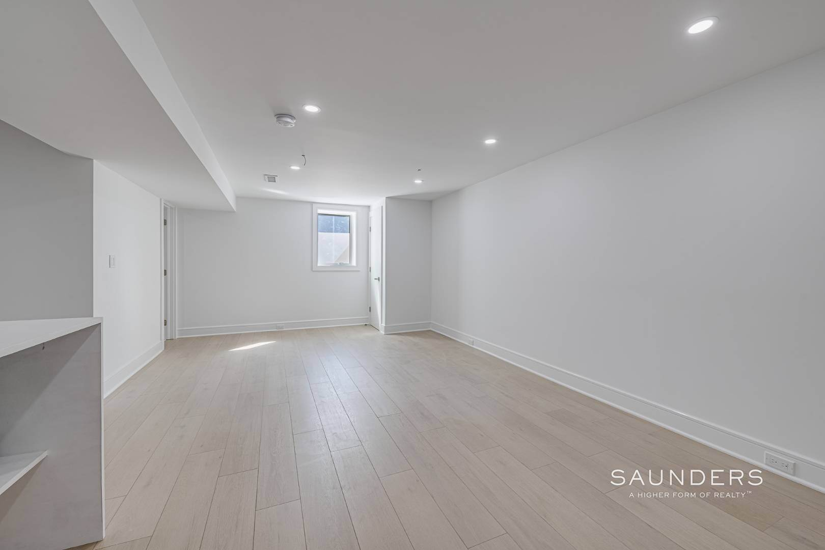 19. Single Family Homes for Sale at Southampton New Renovation Near Village With Heated Gunite Pool 9 West Neck Road, Southampton, Southampton Town, NY 11968