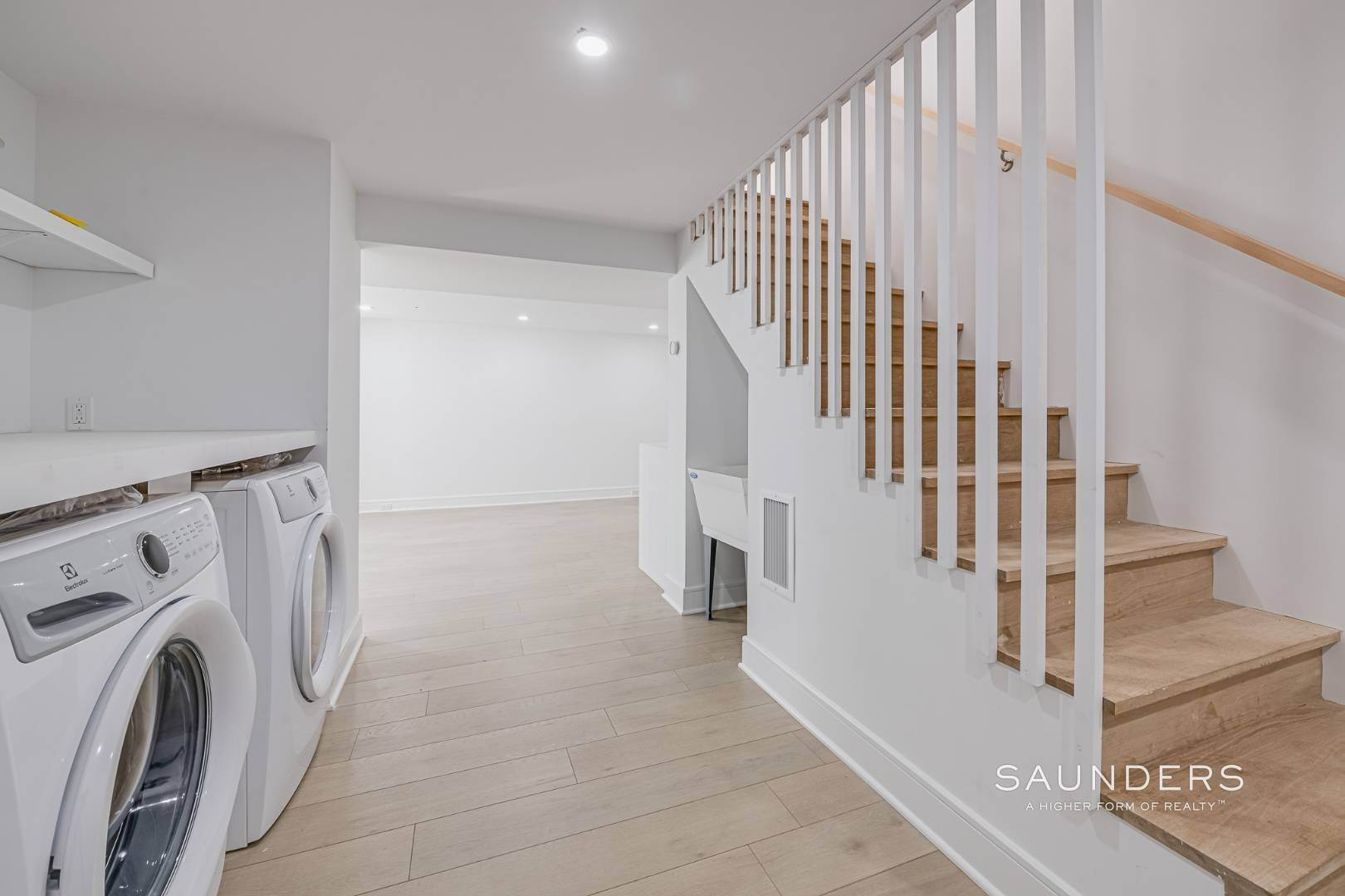20. Single Family Homes for Sale at Southampton New Renovation Near Village With Heated Gunite Pool 9 West Neck Road, Southampton, Southampton Town, NY 11968