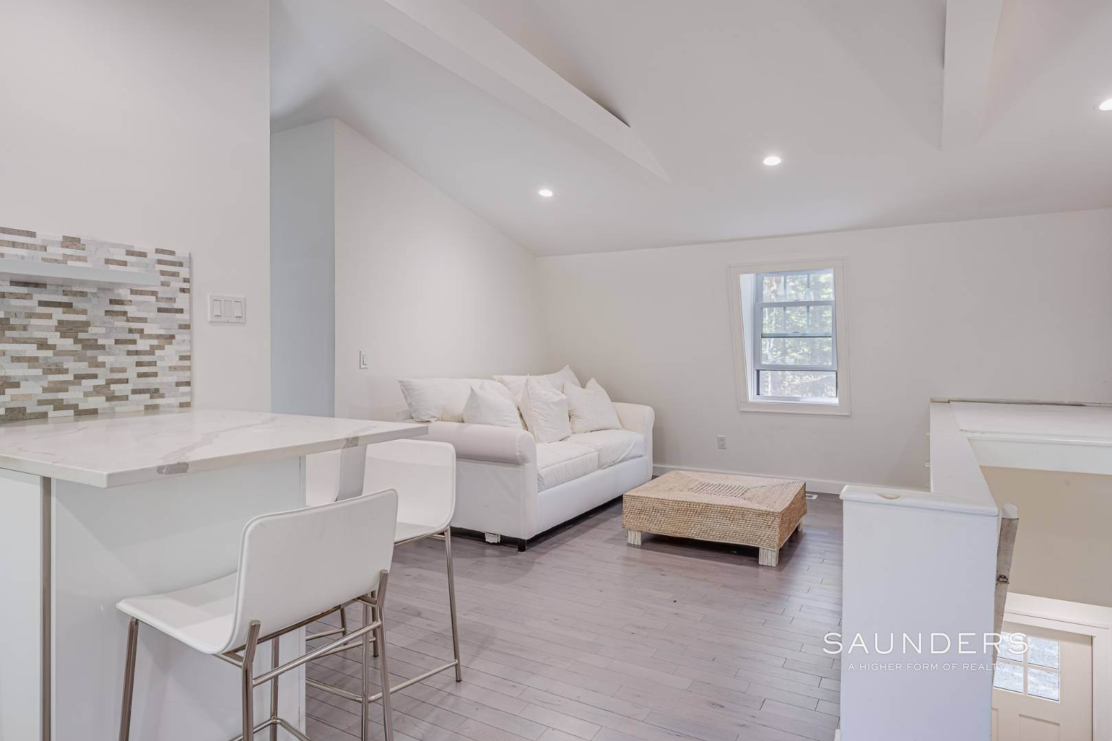 21. Single Family Homes for Sale at Southampton New Renovation Near Village With Heated Gunite Pool 9 West Neck Road, Southampton, Southampton Town, NY 11968