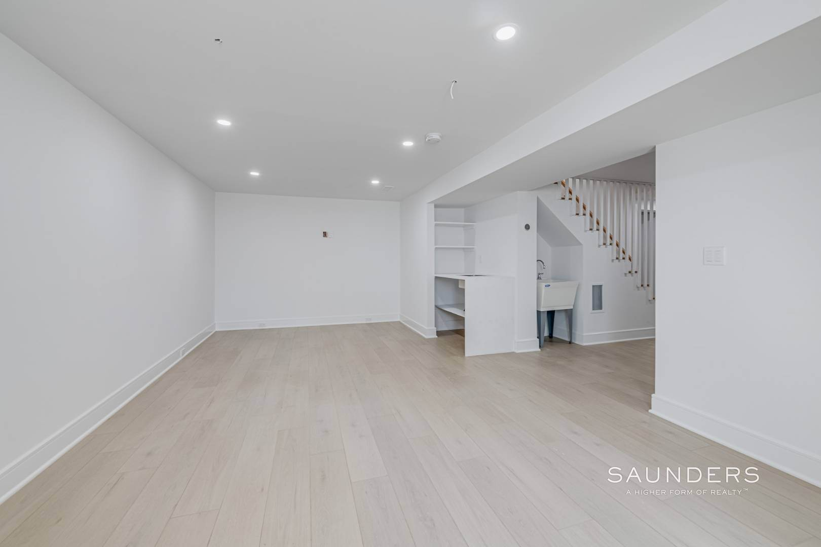 18. Single Family Homes for Sale at Southampton New Renovation Near Village With Heated Gunite Pool 9 West Neck Road, Southampton, Southampton Town, NY 11968