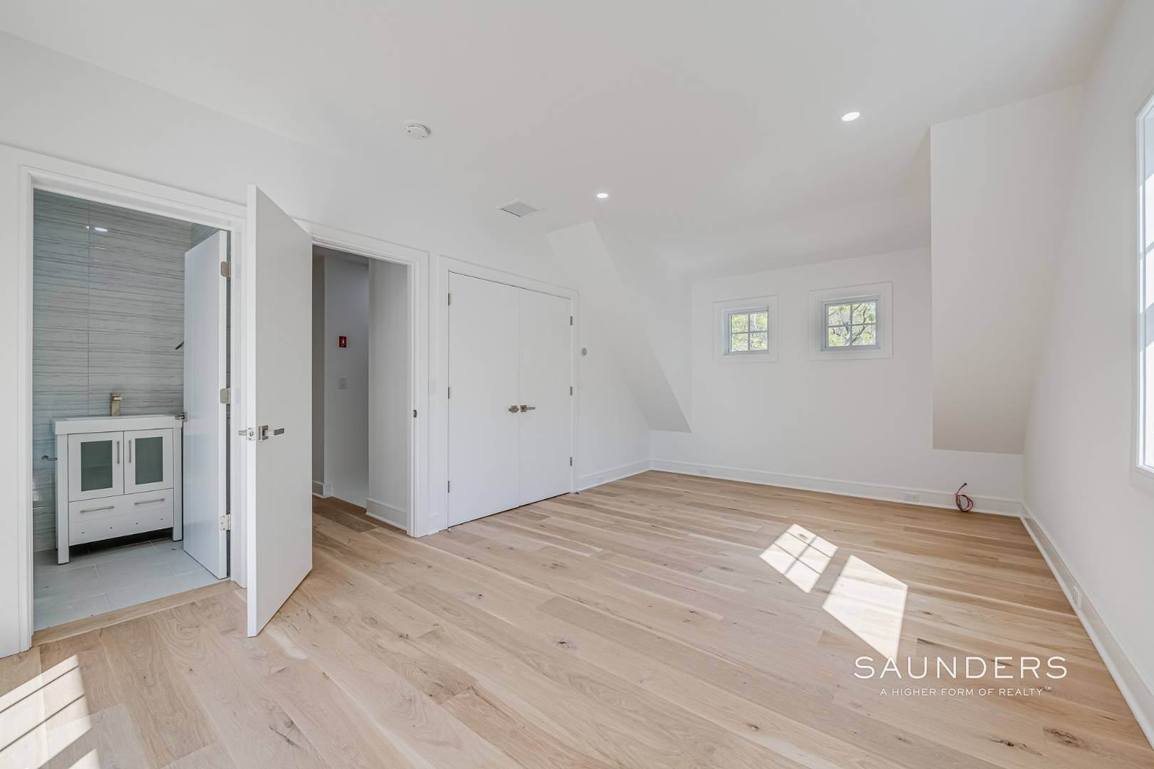 17. Single Family Homes for Sale at Southampton New Renovation Near Village With Heated Gunite Pool 9 West Neck Road, Southampton, Southampton Town, NY 11968
