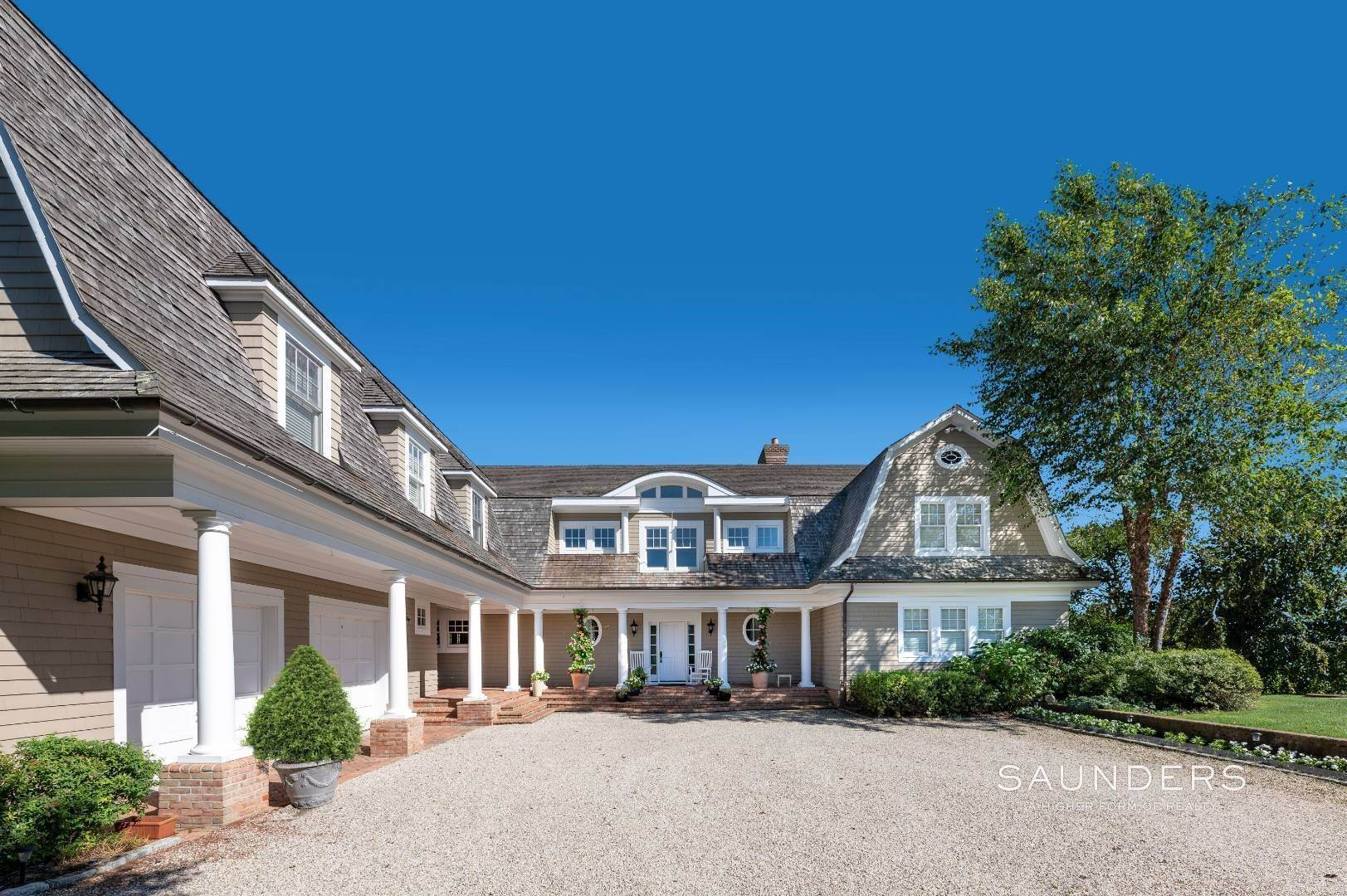 4. Single Family Homes for Sale at Fabulous Bridgehampton Estate Near Ocean Beaches 403 Jobs Lane, Bridgehampton, Southampton Town, NY 11976