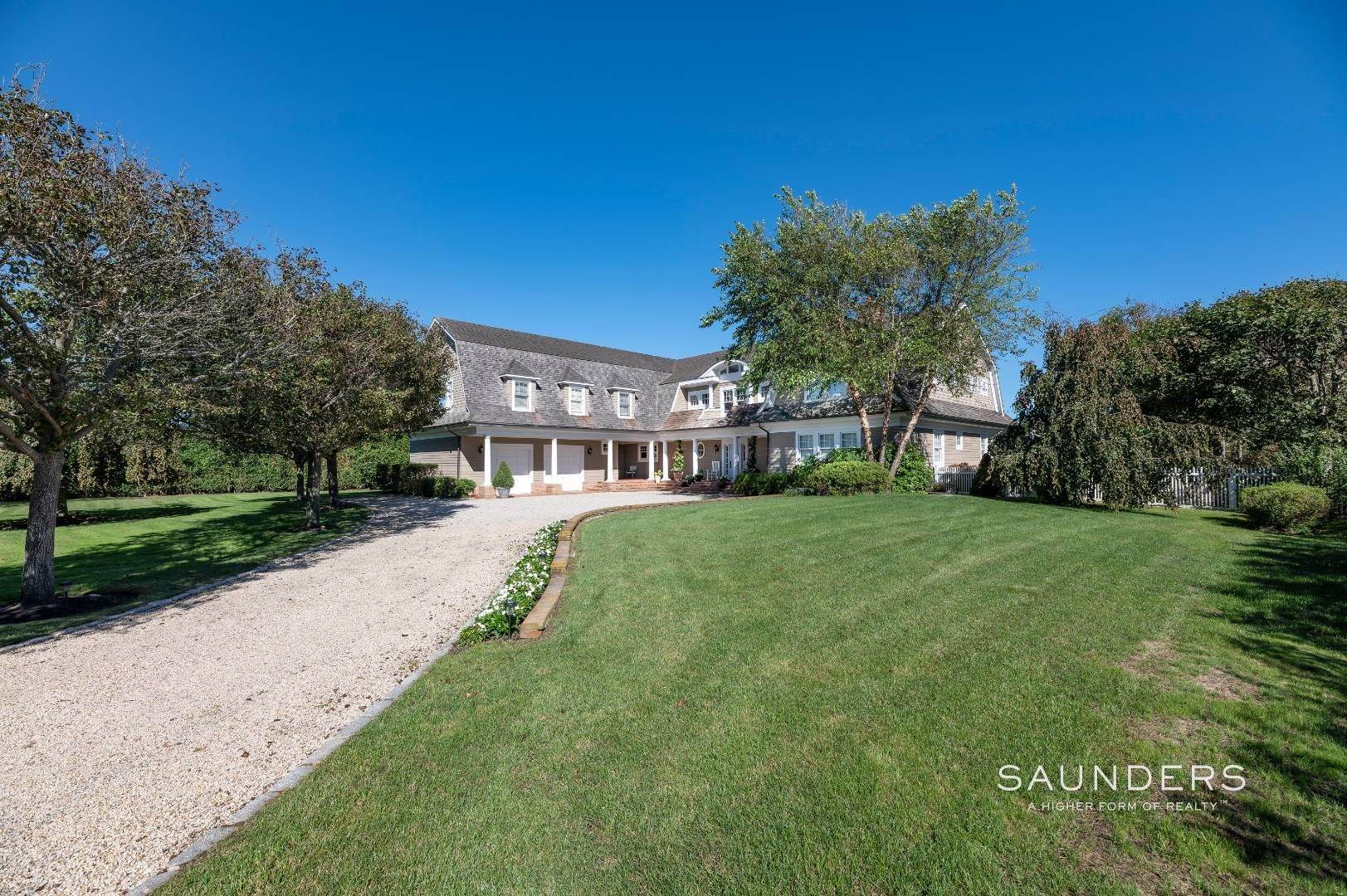 29. Single Family Homes for Sale at Fabulous Bridgehampton Estate Near Ocean Beaches 403 Jobs Lane, Bridgehampton, Southampton Town, NY 11976