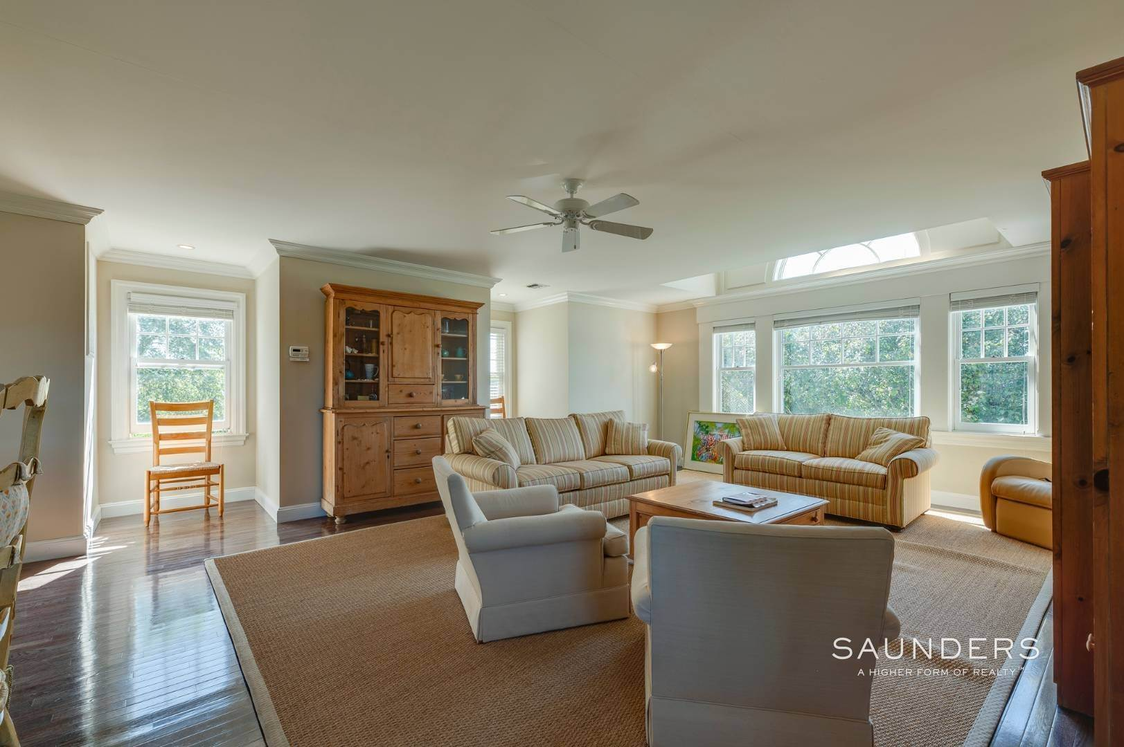 26. Single Family Homes for Sale at Fabulous Bridgehampton Estate Near Ocean Beaches 403 Jobs Lane, Bridgehampton, Southampton Town, NY 11976