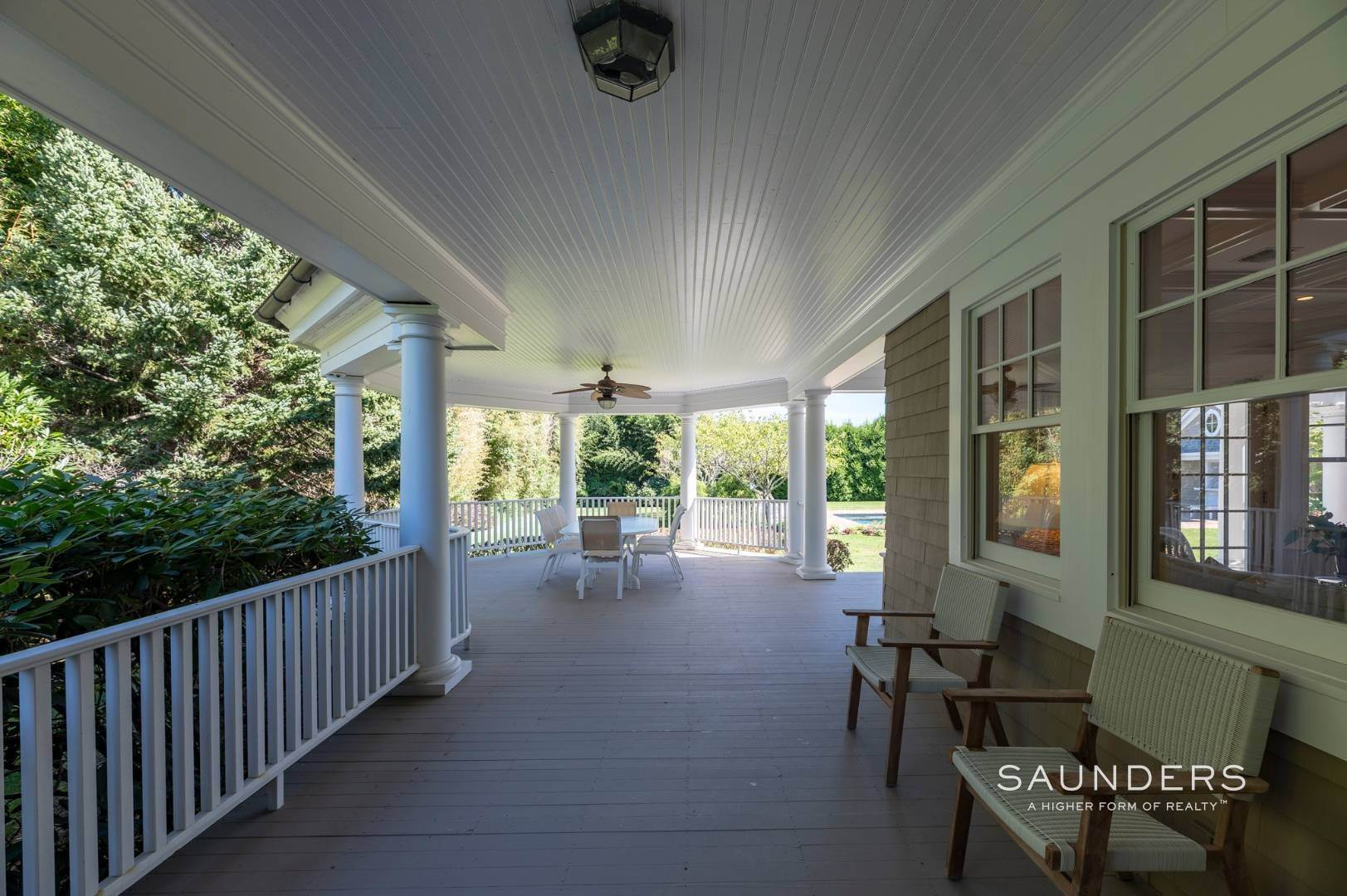 19. Single Family Homes for Sale at Fabulous Bridgehampton Estate Near Ocean Beaches 403 Jobs Lane, Bridgehampton, Southampton Town, NY 11976