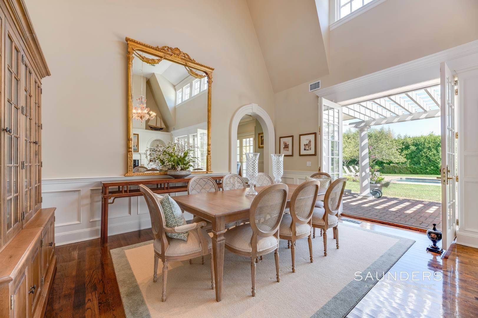 9. Single Family Homes for Sale at Fabulous Bridgehampton Estate Near Ocean Beaches 403 Jobs Lane, Bridgehampton, Southampton Town, NY 11976