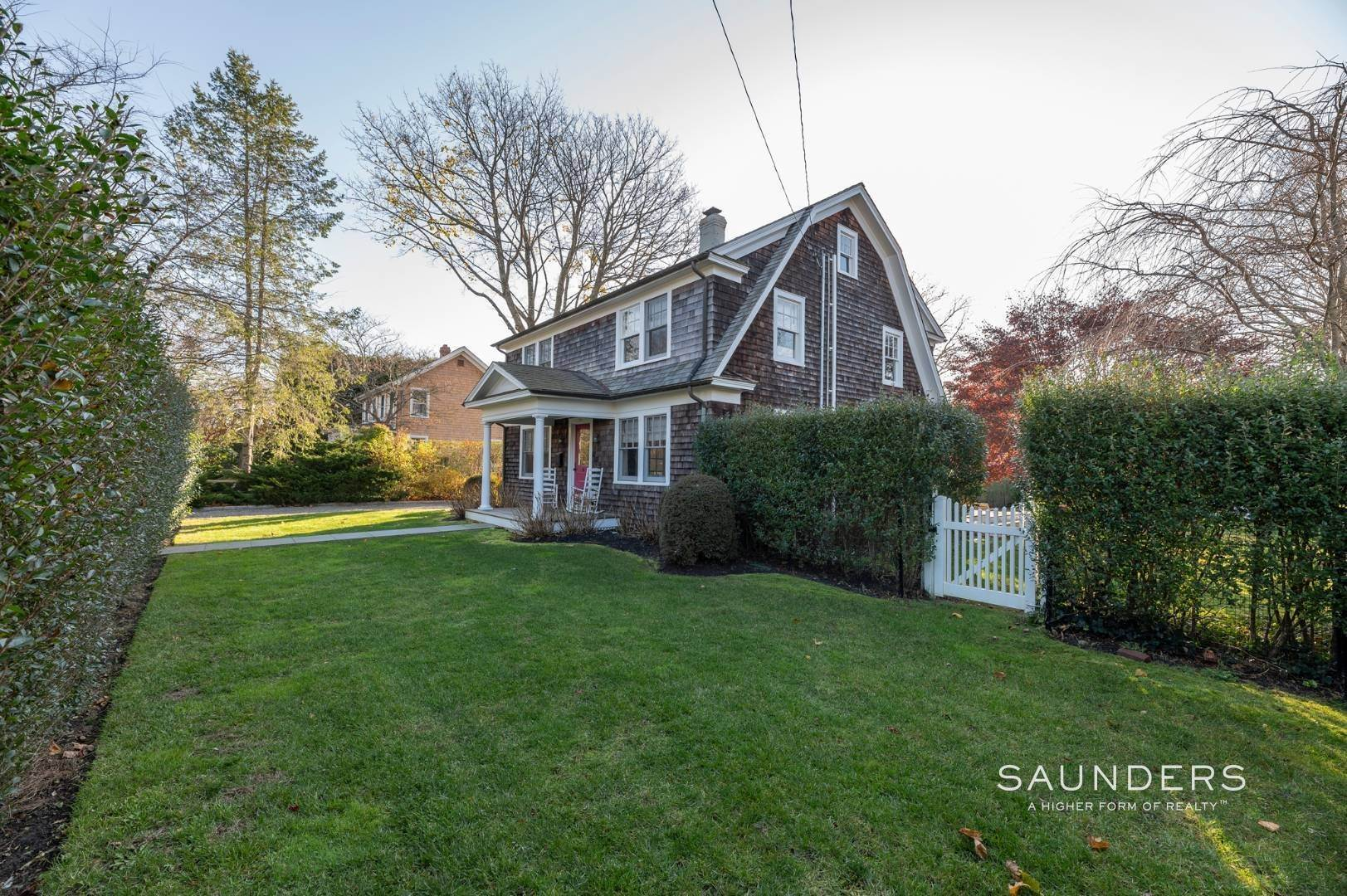 26. Single Family Homes for Sale at Southampton Village Renovation With Pool 74 Prospect Street, Southampton, Southampton Town, NY 11968