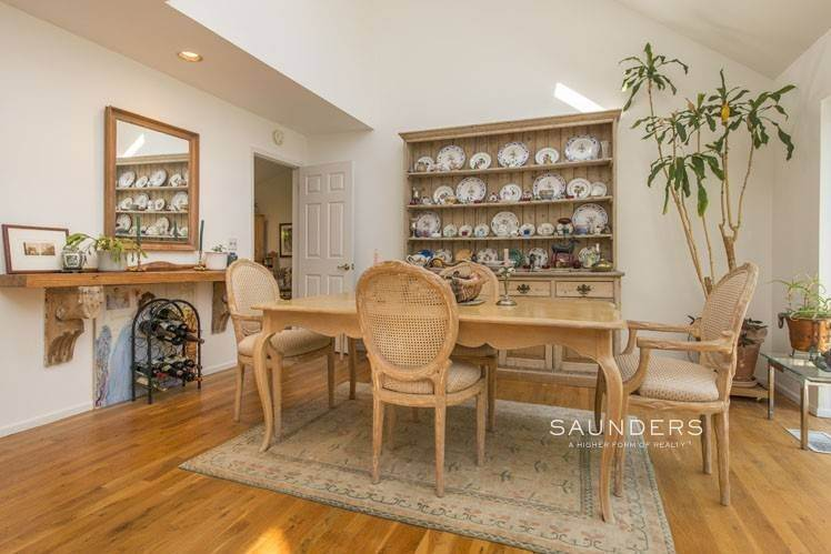 9. Single Family Homes for Sale at Country Cottage 50 Landfall Road, East Hampton, East Hampton Town, NY 11937