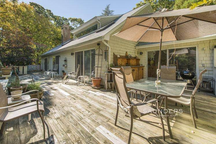 2. Single Family Homes for Sale at Country Cottage 50 Landfall Road, East Hampton, East Hampton Town, NY 11937
