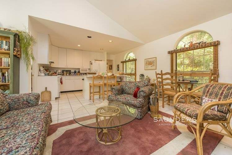 12. Single Family Homes for Sale at Country Cottage 50 Landfall Road, East Hampton, East Hampton Town, NY 11937