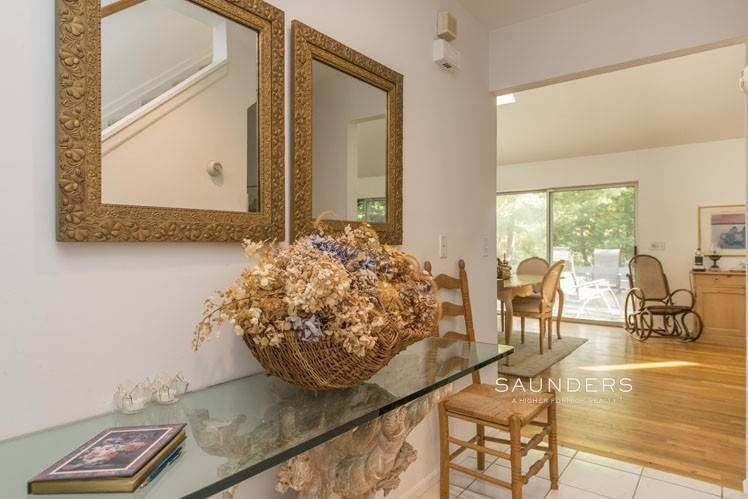 3. Single Family Homes for Sale at Country Cottage 50 Landfall Road, East Hampton, East Hampton Town, NY 11937